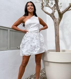 Outrageous Fortune Petite - Weißes Skater-Ballkleid in Minilänge aus Organza mit One-Shoulder-Träger und Zierschleife