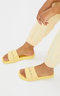 PrettyLittleThing - Pale Yellow Slogan Sliders, Pale Yellow