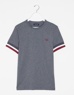 Fred Perry - Graues T-Shirt mit auffälligen Kontraststreifen
