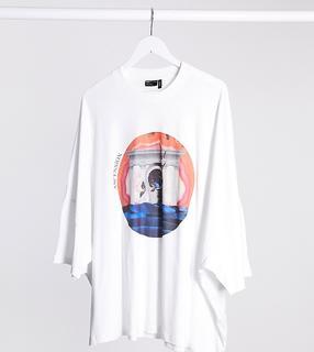 ASOS DESIGN - Plus – T-Shirt mit extremem Oversize-Schnitt und künstlerischem Print vorne-Weiß