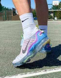 Nike - Air Vapormax 2020 Flyknit– Sneaker in Platingrau-Weiß