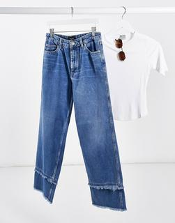 Vero Moda - Jeans in verwaschenem Mittelblau mit weitem Beinschnitt und ausgefranstemSaum