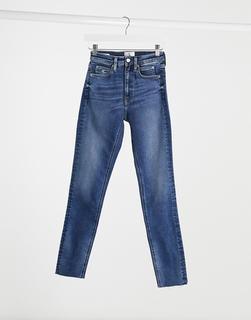 Calvin Klein - Enge Jeans mit hohem Bund in Mittelblau