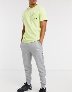 Nike - Repeat Pack – Jogginghose mit Bündchen und Logoband in Grau