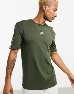 Nike - Repeat Pack – T-Shirt in Khaki mit Logostreifen-Grün