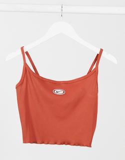 Nike - Kurz geschnittenes, geripptes Trägershirt mit gekräuseltem Saum in Rost-Orange