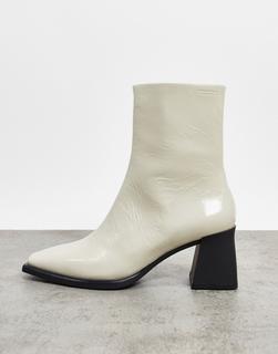 Vagabond - Hedda leather – Ankle-Boots aus Leder mit ausgestelltem Absatz in weißer Lackoptik