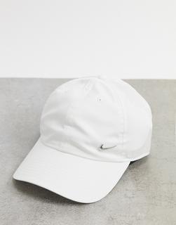 Nike - Weiße Kappe mit Swoosh-Logo aus Metall