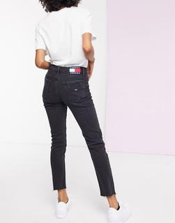 Tommy Jeans - Izzy – Mom-Jeans mit hoher Taille in Schwarz