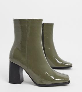 Truffle Collection - Stiefel mit Absatz und weitem Schnitt in Khaki-Blau