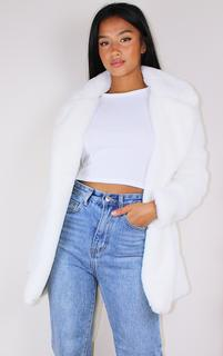 PrettyLittleThing - Petite Cream Faux Fur Belted Coat, White