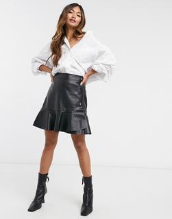 Vero Moda - Rock aus Kunstleder mit schwingendem Saum und seitlichen Knöpfen in Schwarz