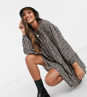 Vero Moda - Petite – Hängerkleid mit schwarzem Ditseymuster-Mehrfarbig
