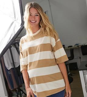 ASOS Maternity - ASOS DESIGN Maternity – Übergroßes, gestreiftes T-Shirt in verwaschenem Beige-Grün