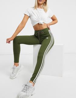 adidas Originals - Adicolor – Grüne Leggings mit drei Streifen, hohem Bund und Kordelzug in der Taille