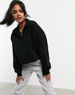 ASOS DESIGN - Kastenförmiges, langärmliges Polohemd mit kurzem Schnitt in Schwarz