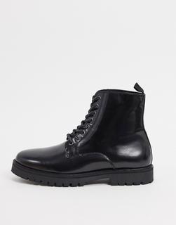 Silver Street - Geschnürte Stiefel aus Leder mit dicker Sohle in Schwarz