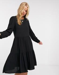 Vero Moda - Gestuftes Hängerkleid in Schwarz