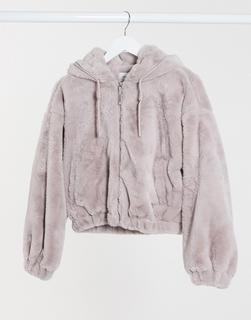 Bershka - Kurze Jacke aus Kunstpelz in Lila-Violett