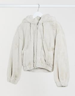 Bershka - Kurze Jacke aus Kunstpelz in Ecru-Cremeweiß