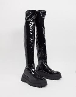 Public Desire - Disclosure– Flache Overknee-Stiefel aus schwarzem Vinyl mit dicker Sohle