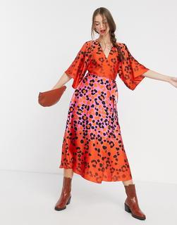 Liquorish - Kimono-Wickelkleid mit Leopardenmuster in orange-pinkem Farbverlauf