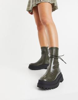 Public Desire - Finale – Flache, robuste Ankle-Boots mit Schnürung, in Kroko-Oliv-Grün