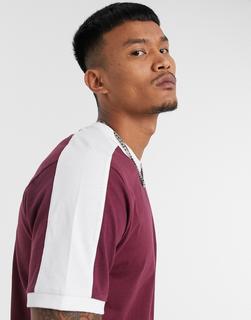 ASOS DESIGN - Burgunderrotes T-Shirt mit kontrastierender Bahn an der Schulter