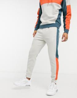 Nike - Club – Jogginghose in hellem Stone mit Bündchen und Farbblock-Design