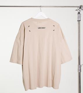 ASOS DESIGN - Oversize-T-Shirt für große Größen mit Slogan-Print auf der Rückseite in Beige