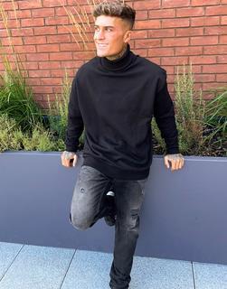 ASOS DESIGN - Oversized-Sweatshirt mit Rollkragen in Schwarz