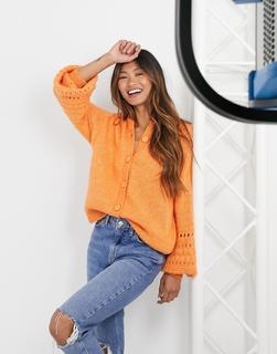YAS - Strickjacke mit weiten, verzierten Ärmeln in Orange