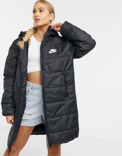 Nike - Lange, wattierte Jacke mit Swoosh-Logo hinten in Schwarz