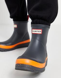 Hunter - Play – Gummstiefel mit kurzem Schaft und gesprenkelter Sohle in Schwarz und Orange