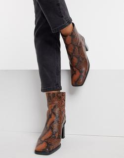Schuh - Bobby – Ankle-Boots mit mittelhohem Absatz in schwarzem Leder mit Schlangenmuster bedruckt-Mehrfarbig