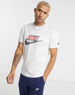 Nike - T-Shirt in Weiß