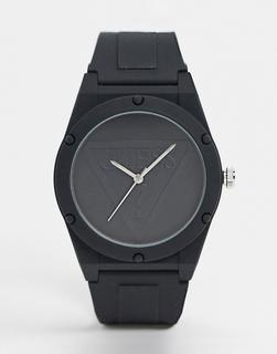 guess - Schwarze Armbanduhr mit schwarzem Zifferblatt