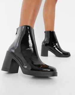 Schuh - Amara – Schwarze Ankle-Boots mit Plateausohle und klobigem Absatz in Lackoptik