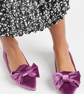 ASOS DESIGN - Spitze Ballerinas in weiter Passform mit Schleife in lila Samt-Violett