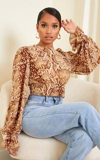 PrettyLittleThing - Petite Stone Snake Print Ruched Waist Long Sleeve Blouse, White