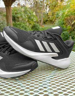adidas Performance - adidas Running – Alphatorsion – Sneaker in Schwarz und Weiß