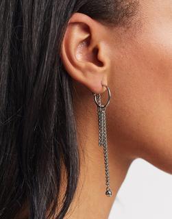 Weekday - Cherrie – Silberfarbene Ohrringe mit Kettenanhänger