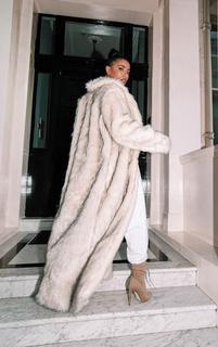 PrettyLittleThing - Cream Premium Long Faux Fur Lapel Extreme Maxi Coat, White