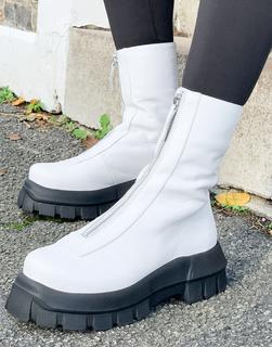 ASOS DESIGN - Apricot – Hochwertige Stiefel aus Leder mit dicker Sohle und Reißverschluss vorn in Weiß