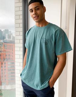 New Look - Überfärbtes grünes T-Shirt mit Tokio-Print