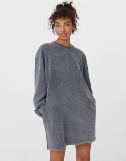 Stradivarius - Sweatshirt-Kleid in Grau in Acid-Waschung