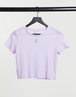 Monki - Pia – Kurzes T-Shirt aus Bio-Baumwolle mit Motiv-Print in Flieder-Violett