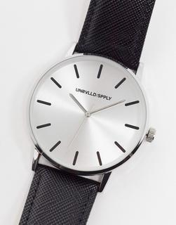 ASOS DESIGN - Armbanduhr mit schwarzem Armband in Saffianleder-Optik und silberfarbenem Zifferblatt