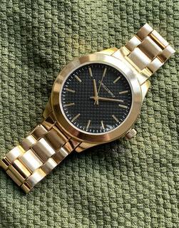 ASOS DESIGN - Goldfarbene Armbanduhr mit strukturiertem Zifferblatt