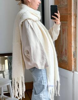 Weekday - Mind – Großer Schal in Weiß meliert